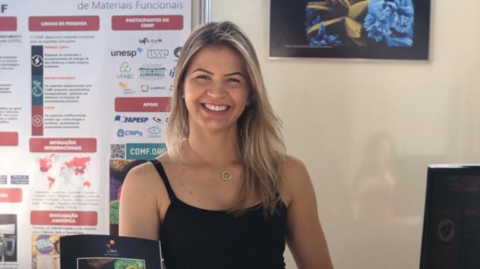 Amanda Gouveia, pesquisadora do Centro de Desenvolvimento de Materiais Funcionais (Crédito: Divulgação)